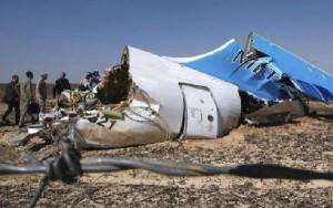 Según el informe, el avión comenzó a desintegrarse aún en el aire.