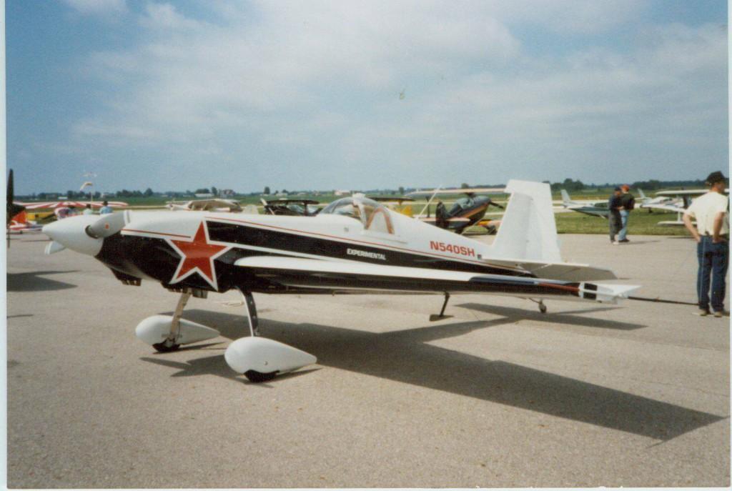 Staudacher S-300A primera versión del avión donde ya se veian las lineas angulosas del diseño