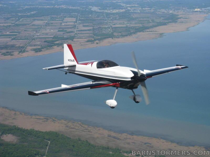 Staudacher S-300X versión de paso fijo, alerones pequeños, motor con reductora y diseñado para competir hasta intermedio