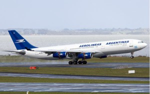 El gobierno argentino expropió la aerolínea por el simbólico precio de un peso.