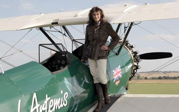 Con este vuelo Tracey rinde homenaje a una de las pioneras de la aviación.