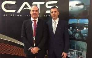 El acto de la firma fue oficiado por Miguel del Moral por parte de European Flyers, y por Matt Harvey en representación de Cats Aviation.
