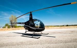 Uno de los helicópteros R22 de European Flyers que participará en el sorteo de vuelos.