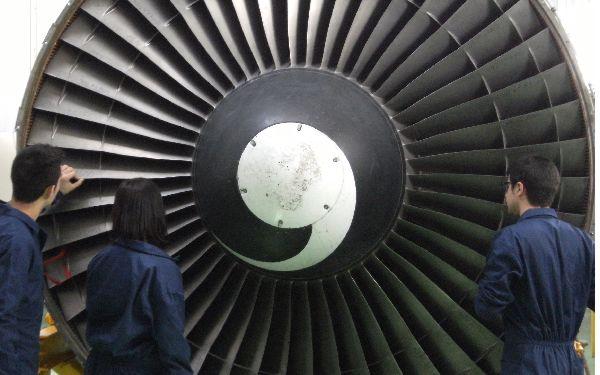 La ingeniería aeronáutica proporciona una excelente salida laboral en aerolíneas.