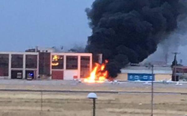 El impacto causó un incendio en las dependencias de Bomberos.