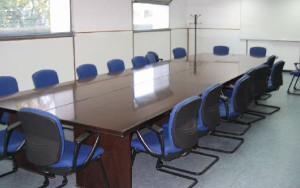 Mesa de negociación vacía