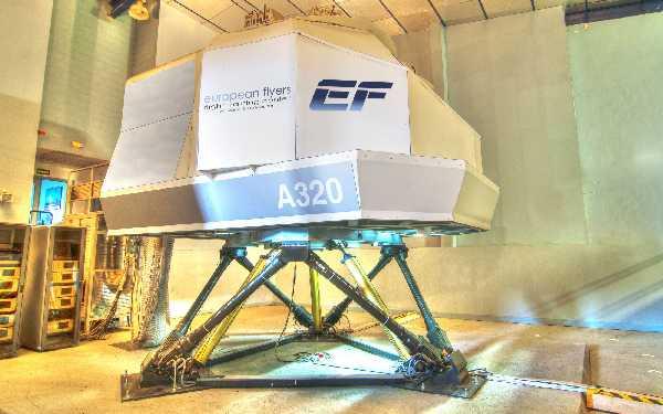 Uno de los simuladores de que dispone European Flyers.