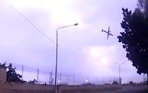 El avión cayó invertido a los pocos segundos de despegar.