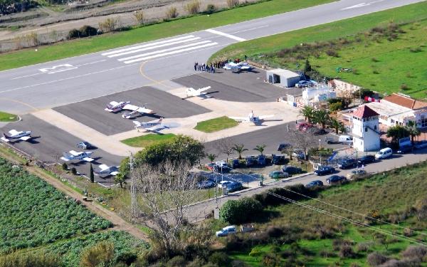 El aparato estaba efectuando tomas y despegues en el aeródromo Leoni Benabú.