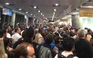 El aeropuerto de Miami experimentó colas interminables.