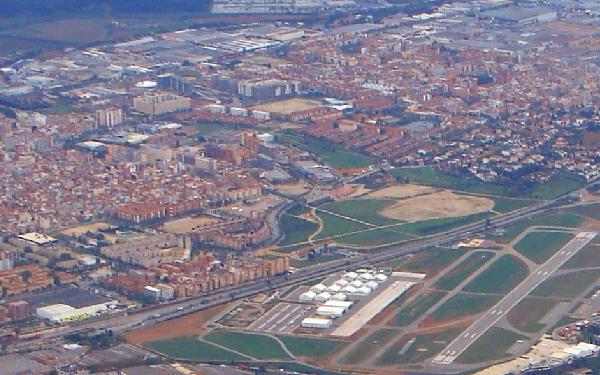 El aeropuerto de Sabadell está enclavado en una zona densamente poblada.