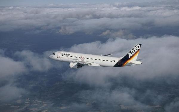 Una imagen para la historia: El primer vuelo de un A320.