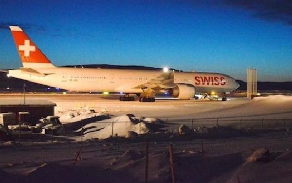 Los pasajeros pasaron la noche dentro del avión.