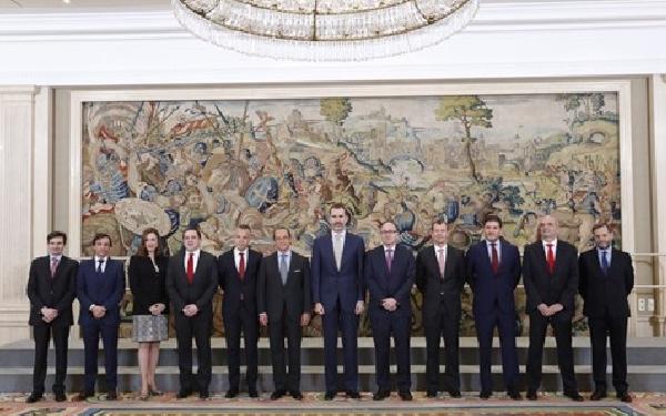 El staff directivo de Iberia e IAG posan junto a S.M. Felipe V.