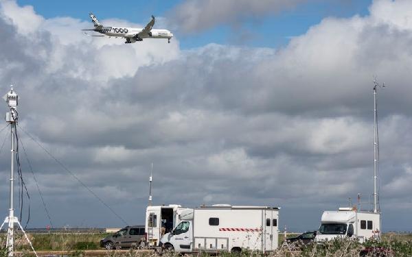 Las pruebas de vuelo de los nuevos modelos ya incluyen sobrevuelos a baja cota para medir el nivel de ruido.