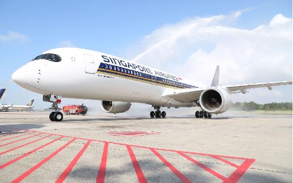 El vuelo entre Barcelona y Singapur hace escala en Milán.