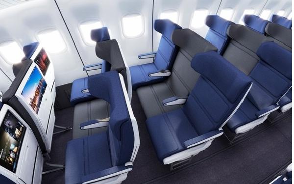 El asiento gana espacio mediante su posición retrasada con respecto al resto de la fila.