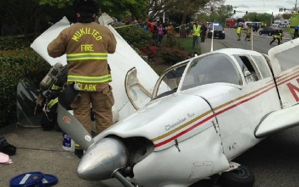 El avión acabó cayendo en la calle.