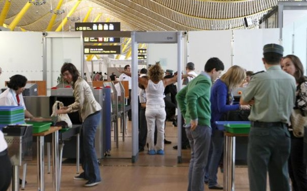 La mayor parte de los viajeros en Barajas son de orígen no europeo.