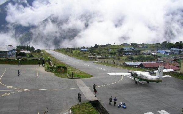Los aeropuertos nepalíes tiene fama de extraordinariamente peligrosos.