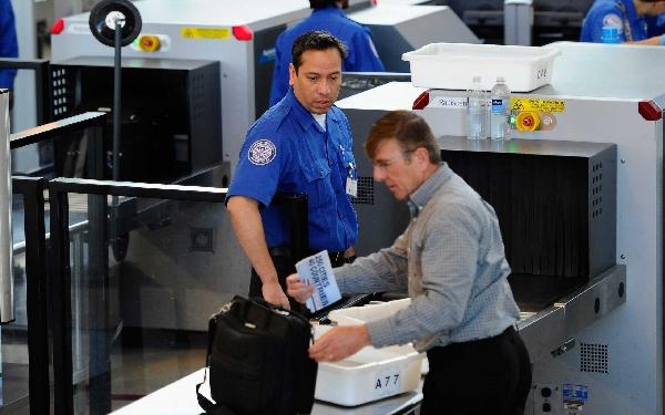 Más controles en aeropuertos y aerolíneas.