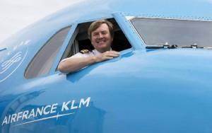 Guillermo de Holanda posa sonriente desde su puesto de F.O.