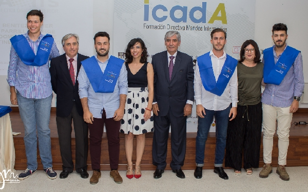 Luis Miñano San Valero junto a los futuros TMA y staff del Instituto Tecnológico Superior ADA ITS de Sevilla.