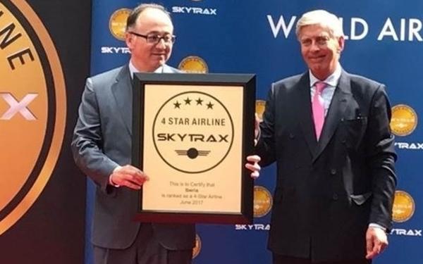 Hace pocos días, Luis Gallego recogía en París de manos del presidente de Skytrax la cuarta estrella para su compañía.