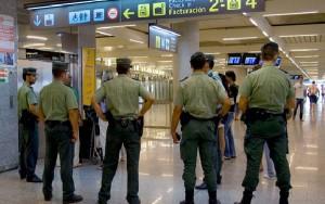 La Guardia Civil realiza habitualmente controles de supervisión en el aeropuerto.
