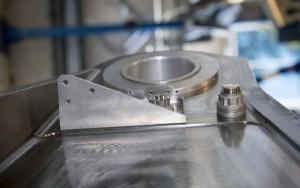 Bracket de titanio impreso en 3D instalado en el pilon de un A350 XWB.