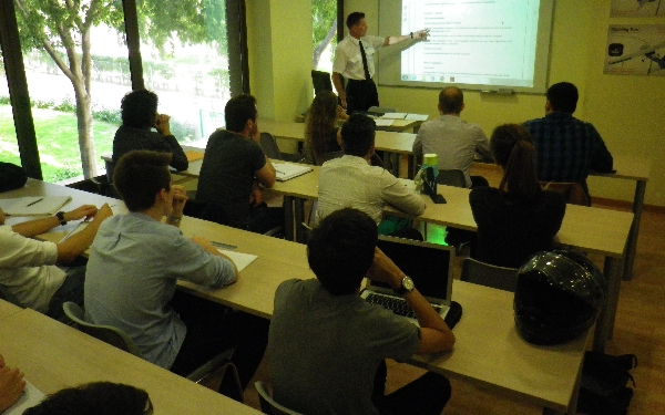 La cuarta promoción en EAS Barcelona reúne alumnos de seis nacionalidades distintas.
