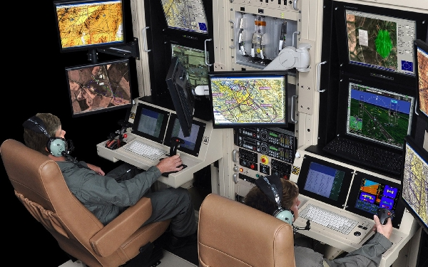 Los alumnos son capacitados para poder ejercer como piloto de dron en trabajos de cartografía.