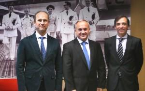 De izquierda a derecha: Jorge Vilar, jefe de formación de Iberia;  Óscar Sordo, FTO de FTEJerez; y Rafael Hoyos, director de producción de Iberia.