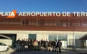 Representantes de Boeing en una reciente visita al aeropuerto de Teruel.