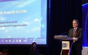 Para de Juniac, el crecimiento del sector no va parejo al de las infraestructuras necesarias.