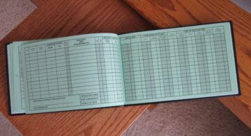 logbook en papel