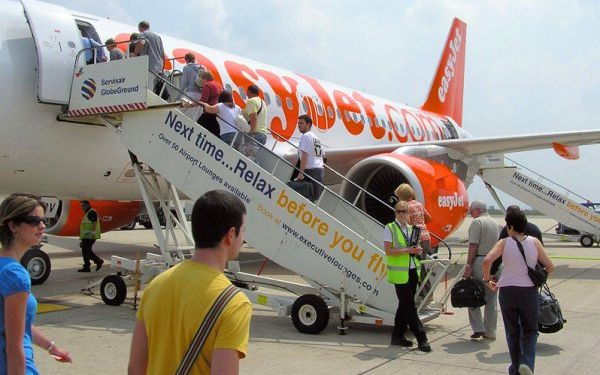 easyjet-boarding