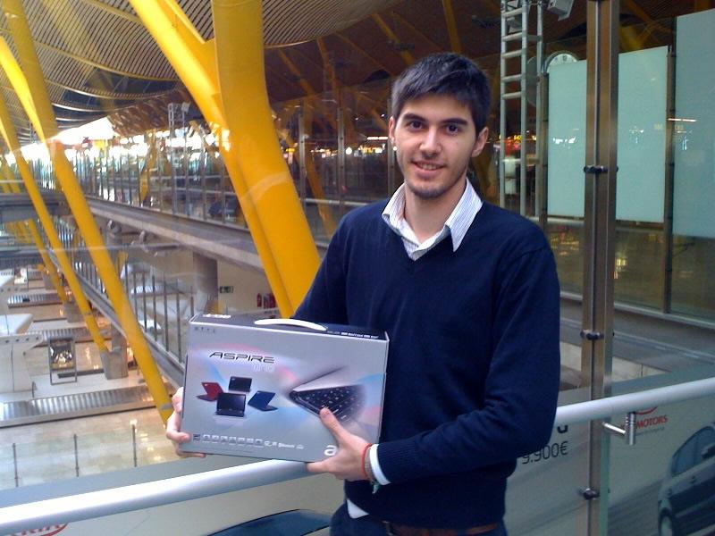 Jorge Gárate con su ordenador portátil de Acer