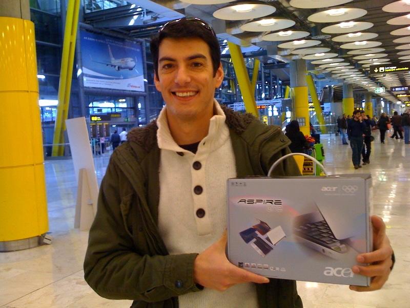 Pablo Guigou con el premio de Extracrew.com