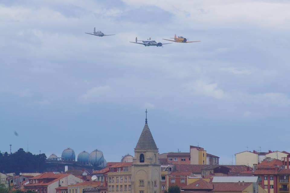 Los aviones de la FIO entrando en caja en formación cerrada.JPG